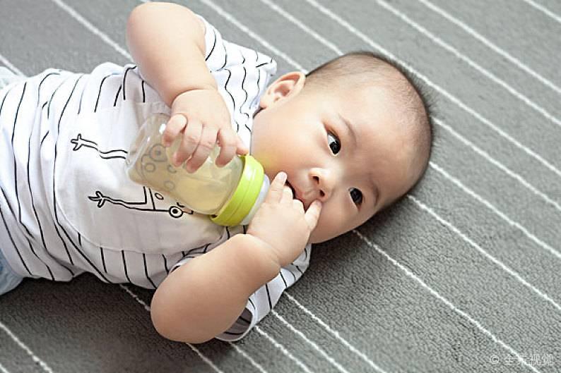 宝宝吐奶了,要如何处理?